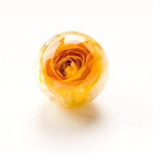 Srebrny pierścionek z dużym oczkiem- zółtą różą.