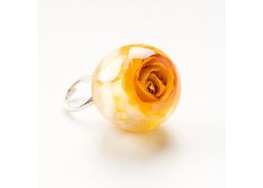 Srebrny pierścionek z dużym oczkiem- zółtą różą.  1