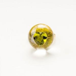 Pierścionek artystyczny pozłacany z zieloną cyrkonią w kształcie serca 1