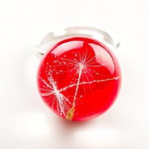 Pierścionek artystyczny regulowany z czerwonym oczkiem z nasionkami prawdziwego dmuchawca  1