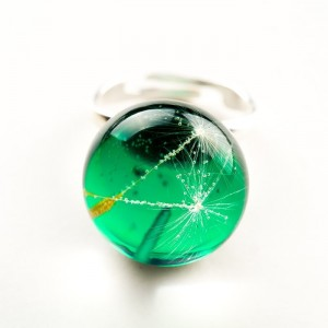 Pierścionek ręcznie robiony z zielonym oczkiem regulowany z prawdziwym dmuchawcem 2