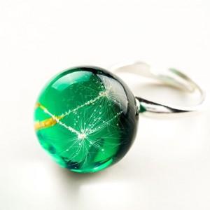 Pierścionek ręcznie robiony z zielonym oczkiem regulowany z prawdziwym dmuchawcem1