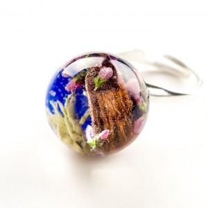 Srebrny pierścionek z prawdziwymi kwiatami wrzosu i mchem granatowy