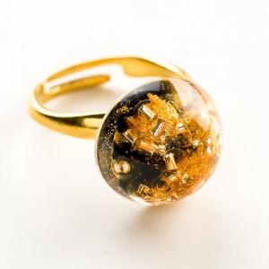 Elegancki pierścionek ręcznie robiony pozłacany z czarno – złotym oczkiem