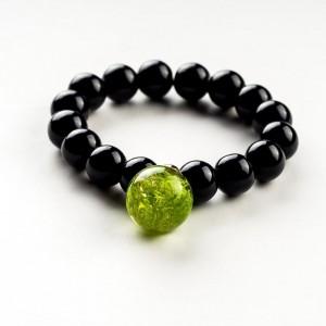 Czarna bransoletka z zieloną zawieszką z prawdziwym norweskim mchem