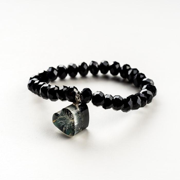 Czarna bransoletka artystyczna z czarną zawieszką w kształcie serca z dmuchawcem