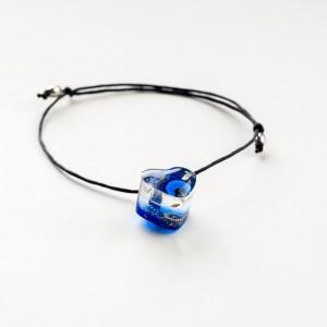Bransoletka na sznurku z niebieskim serduszkiem i prawdziwym dmuchawcem