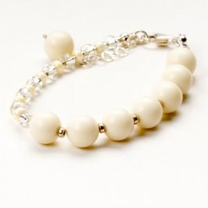 Bransoletka artystyczna damska srebrna z białymi koralikami jadeitowymi  2
