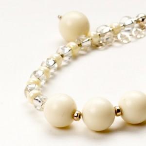 Bransoletka artystyczna damska srebrna z białymi koralikami jadeitowymi  1