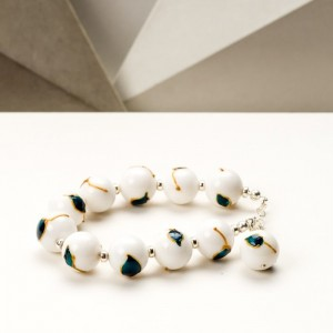 Artystyczna ręcznie malowana bransoletka z białych jadeitów