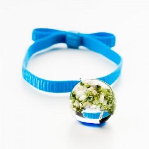 Niebieska bransoletka na gumce z kokardą z zawieszką z prawdziwym białym wrzosem 2