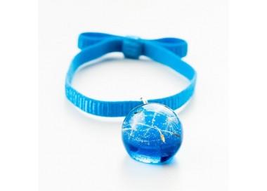 Niebieska bransoletka na gumce z kokardą z prawdziwym dmuchawcem w niebieskiej kulce 1