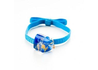 Niebieska bransoletka na gumce z niebieskim serduszkiem z dmuchawcem i złotymi płatkami 1