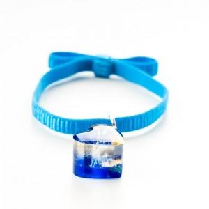 Niebieska bransoletka na gumce z niebieskim serduszkiem z dmuchawcem i złotymi płatkami 2