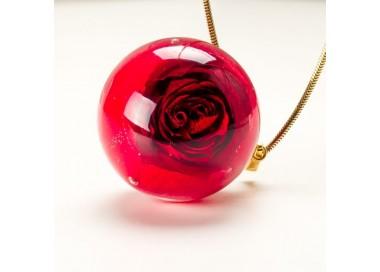 Naszyjnik z prawdziwą czerwoną różą zatopioną w żywicy 1