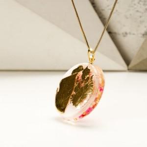 Naszyjnik autorski ze złoto różową zawieszką ręcznie malowaną na pozłacanym łańcuszku