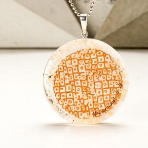 Naszyjnik autorski z pomarańczową zawieszką ręcznie malowaną  1