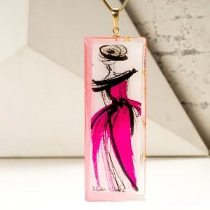 Naszyjnik dla mamy z grawerem lub imieniem w ręcznie malowanej różowej zawieszce 1