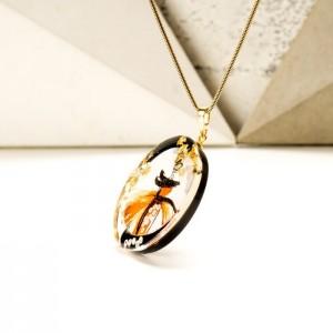 Biżuteria artystyczna - naszyjnik ręcznie malowany  z pomarańczową zawieszką na pozłacanym łańcuszku 2