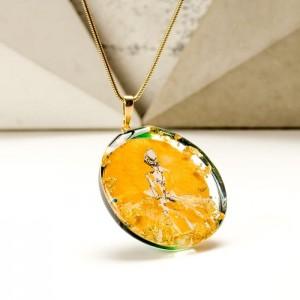 Biżuteria artystyczna, złoto - zielony naszyjnik ręcznie malowany z postacią kobiety 2