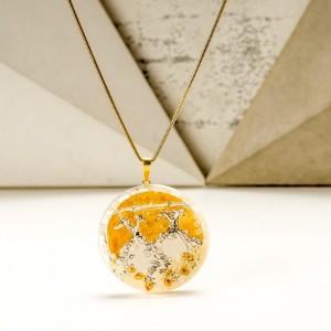 Biżuteria artystyczna - naszyjnik ręcznie malowany  ze złotą okrągłą zawieszką na pozłacanym łańcuszku 2