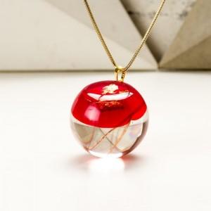 Czerwony naszyjnik dla mamy na pozłacanym łańcuszku z prawdziwymi dmuchawcami z żywicy jubilerskiej
