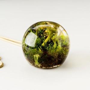 Złoty naszyjnik z zieloną zawieszką 2