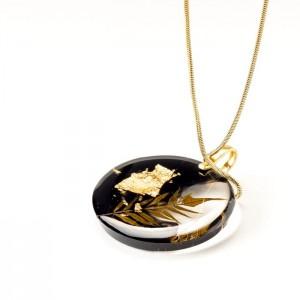 Elegancki naszyjnik ze złotymi płatkami czarno-złoty na pozłacanym łańcuszku z prawdziwą rośliną 1