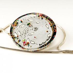 Biżuteria artystyczna - naszyjnik ręcznie malowany  z listkami i koralikami 21544