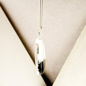 Srebrne naszyjniki grafika malowana tuszem