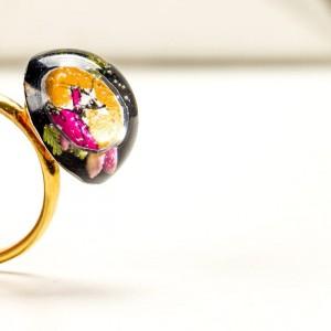 Pierścionek artystyczny ręcznie malowany ze złoto-czarnym oczkiem 1