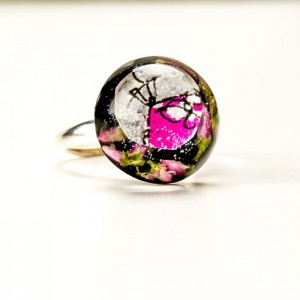 Pierścionek artystyczny ręcznie malowany z różowym oczkiem i prawdziwymi  kwiatuszkami wrzosu 1
