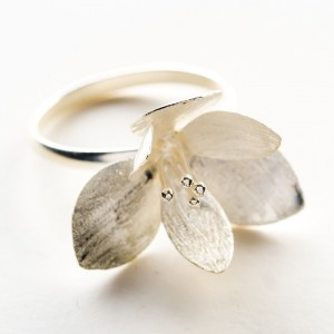 Pierścionek srebrny kwiat