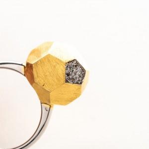 Pierścionek srebrny geometryczny z cyrkoniami