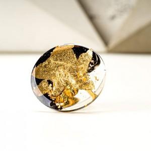 Duży pierścionek artystyczny czarno złoty 1