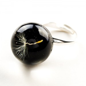 Pierścionek z czarnym oczkiem