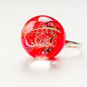 Pierścionek z czerwonym oczkiem z dmuchawcem 1