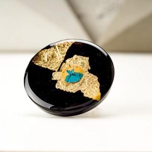 Pierścionek artystyczny pozłacany ręcznie malowany z dużym złoto czarnym oczkiem 1