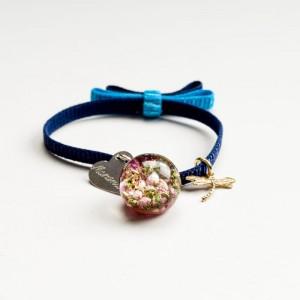 Bransoletka z grawerem damska na granatowej wstążce z kokardą z prawdziwymi kwiatkami różowego wrzosu 2