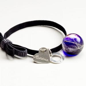 Czarna bransoletka na gumce z kokardą grawerowana z serduszkiem z fioletową zawieszką 1