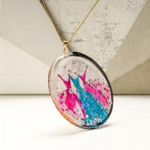 Duży naszyjnik artystyczny z ręcznie namalowanymi turkusową i różowymi sukniami 2