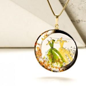 Wisiorek z imieniem z zielono złotą ręcznie malowaną artystyczną zawieszką na pozłacanym łańcuszku 1