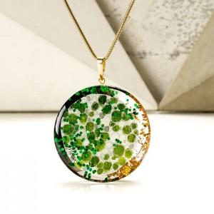 Biżuteria artystyczna zielony naszyjnik ręcznie malowany na pozłacanym łańcuszku 1