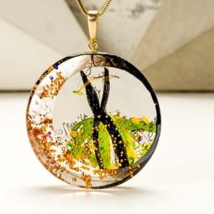 Zielony naszyjnik z imieniem na pozłacanym łańcuszku ręcznie malowany ze złotymi płatkami 1