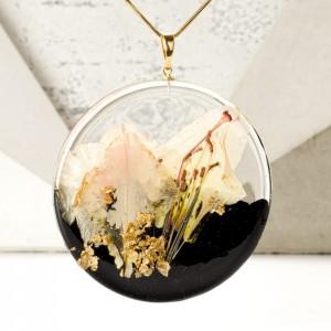 Elegancki naszyjnik pozłacany z łąką kwiatów, wyjątkowy prezent.