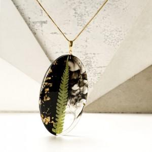 Oryginalny naszyjnik z prawdziwą zieloną paprotką i złotymi płatkami na pozłacanym łańcuszku 2