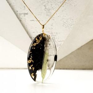 Biżuteria z żywicy, naszyjnik z żywicy z prawdziwą rośliną i złotymi płatkami na pozłacanym łańcuszku 2