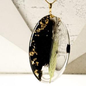 Biżuteria z żywicy, naszyjnik z żywicy z prawdziwą rośliną i złotymi płatkami na pozłacanym łańcuszku 1