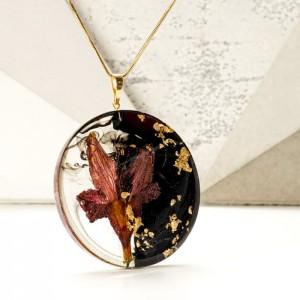 Naszyjnik z kwiatami, płatkami złota czarno-złoty na pozłacanym łańcuszku.1
