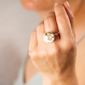 Pierścionek ręcznie robiony z białym oczkiem z prawdziwymi wrzosami i dmuchawcami 2